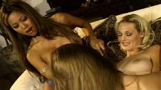 Teanna Kai seduces two alluring babes for an intense lesbian threesome