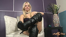 Blonde in latex gets naked and shows her talent with her feet