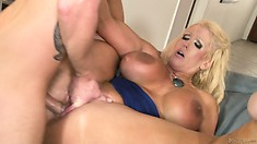 Cougar slut fucking her son in law in an old-young porn video