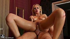 The blonde got the best massage ever and finishes him off with her lustful lips
